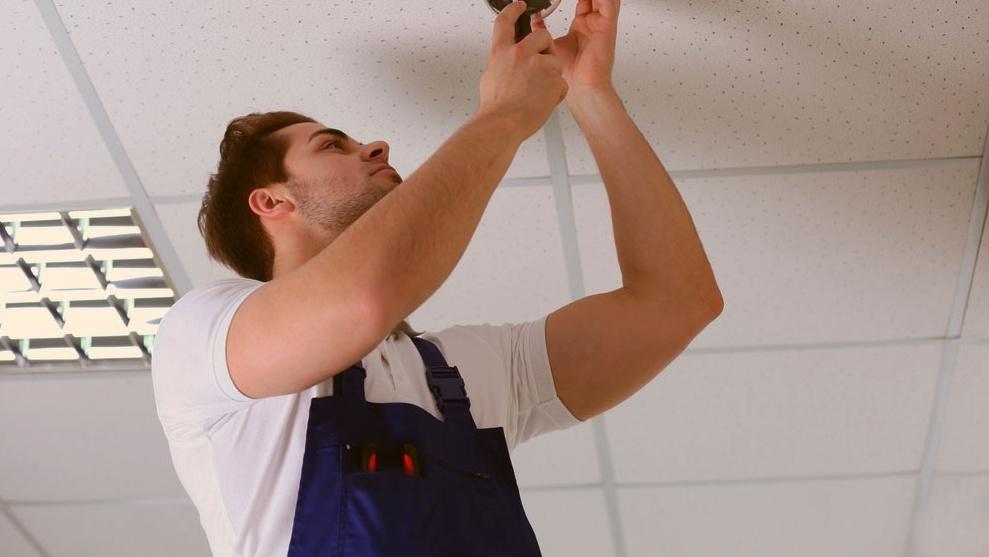Bilde: Shutterstock. Disse kravene bør du stille til en serviceavtale på sprinkleranlegg.