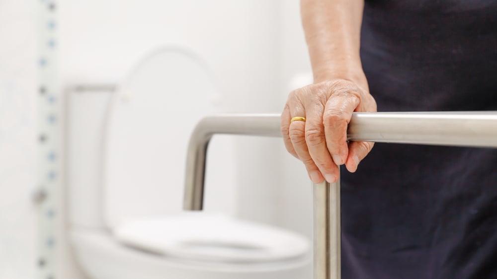 VB_-gjør-det-enklere-å-hjelpe-eldre-på-badet